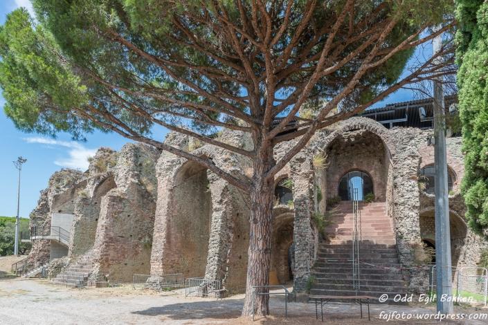 Amfiteateret i Fréjus som rommet 10000 tilskuere ved gladiatorkamper i sin tid.